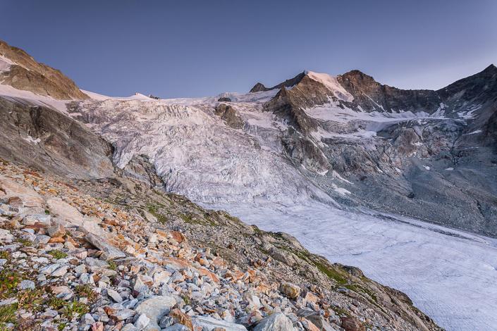 Glacier de Moiry vue depuis la cabane de Moiry - Suisse.