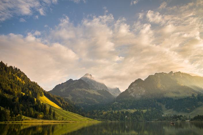 Le lac noir (Schwarzsee) - Vue sur le Kaiseregg - Suisse