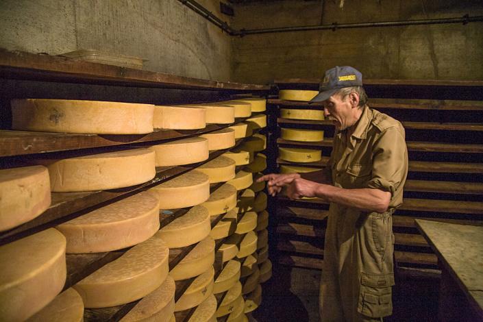 Gepino Jeantet. Agriculteur producteur de Fontina. Cogne, Italie